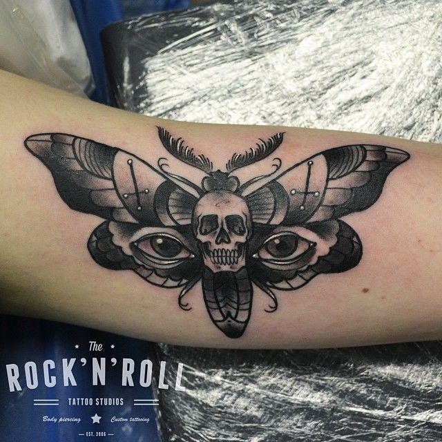 tatouage Papillon Noir-et-blanc                                                                                                                                                                                 Plus