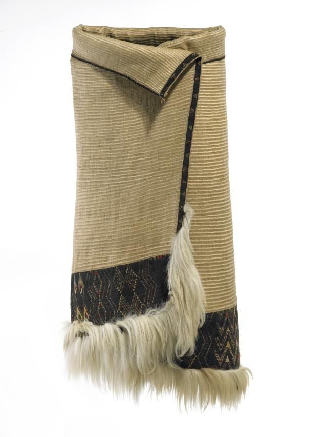 Topic: Kaitaka style of cloak | Collections Online - Museum of New Zealand Te Papa Tongarewa Kaitaka are the fine flax cloaks of chiefs, made from top-quality muka (flax fibre) and bordered with tāniko (geometric patterning). Woven into them is a story of great artistry and innovation.