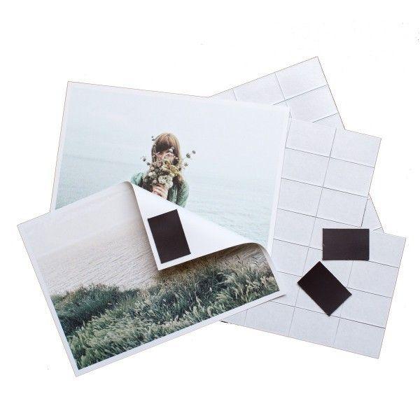 Sticky Magnets Met deze zelfklevende Sticky Magnets maak je van je leukste foto's magneten: neem een magneethoekje van het blad, kleef het op je beste instagram foto en 'kleef' op de koelkast of op je Groovy Magnets magneetbehang. Geen kleverige t...