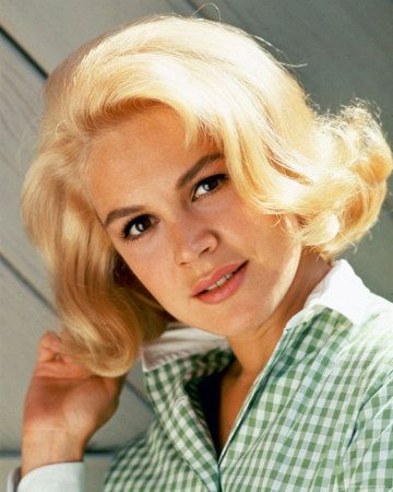Sandra Dee, early '60's teen screen favorite.