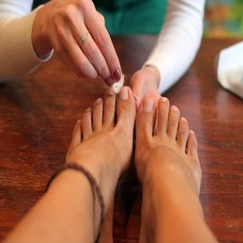 Five Easy Steps to Cleaning Toenails Naturally | Medi Tricks