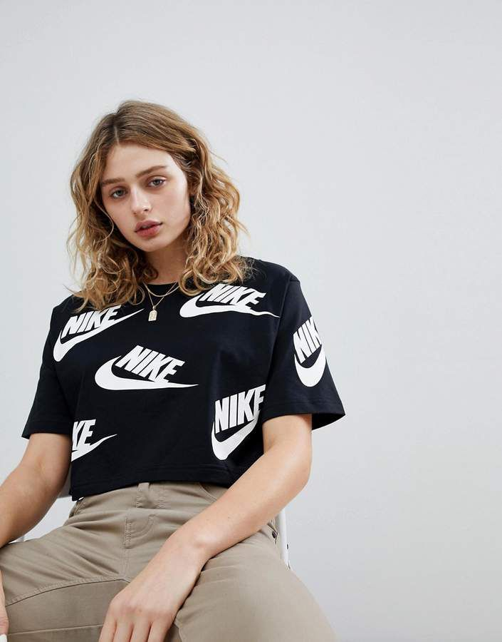 781918949063 Nike Cropped T-Shirt In All Over Futura Print