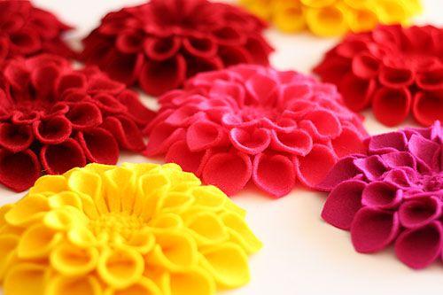 pins de fieltro de colores hechos por tí!