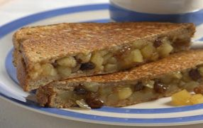 Apple and Cinnamon Toasties - a healthy version to apple pie!