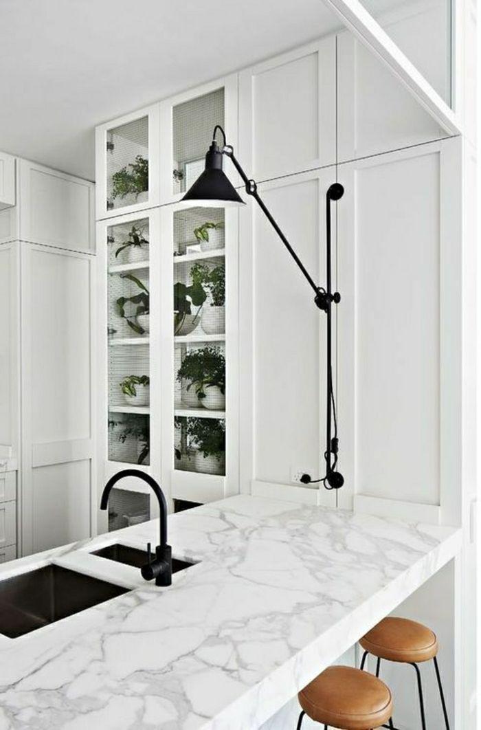 bar de cuisine marbre blanc cuisine en marbre meubles en bois blanc lampe