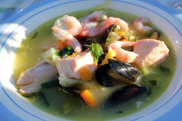 fisk- og skalldyrsuppe med appelsin og safran