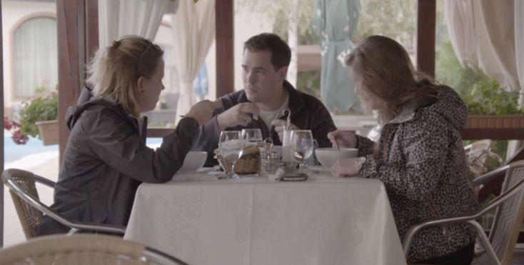 In Roemeniëgaat het bij boer David en zijn dames de goede kant op. Tijdens een maaltijdfantaseren de drie zelfs al over trouwen. Dat is te zien in dit fragment uit Boer zoekt vrouw internationaal dat het programma alvast heeft vrijgegeven. David wil als bruiloft – als het zover is– één groot knallend feest. Als het…