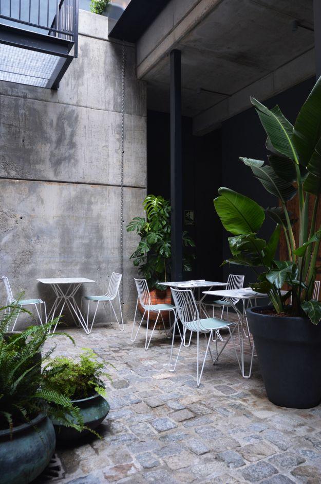 Hotel Brummell - Barcelona. The tropical courtyard of the restaurant - The Box Social. www.littlegreenshedblog.co.uk
