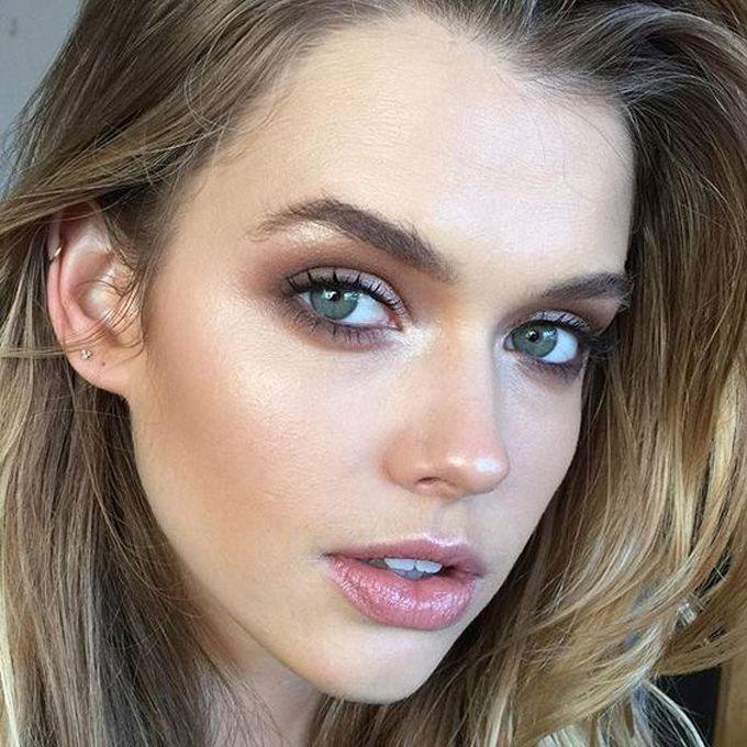La Vie: Olhos esfumados e pele iluminada