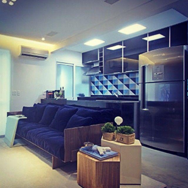Nossos azulejos Kit Triângulo 1 no projeto lindo do @figueiredo_fischer #azulejos #azulejosdecorados #revestimento #arquitetura #reforma #decoração #interiores #decor #casa #sala #design #cerâmica #tiles #ceramictiles #architecture #interiors #homestyle #livingroom #wall #homedecor