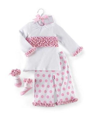 babyouts.com newborn-baby-girl-outfits-02 #babyoutfits