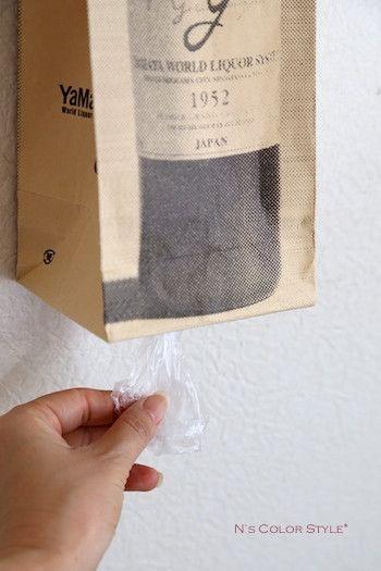 ★材料費ゼロ円♪ワインバッグをビニール袋のストッカーに|インテリアと暮らしのヒント