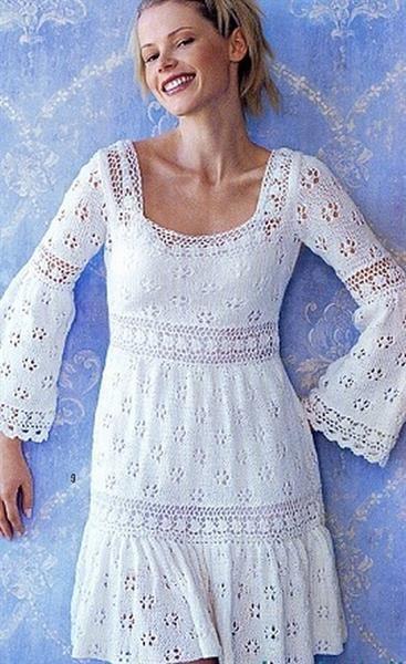 Вязаное ажурное платье спицами со схемой вязания