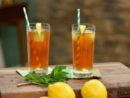 Katie's Twisted Tea : Mint-lemonade ice cubes keep this spiked sweet tea cool without diluting it when they melt.