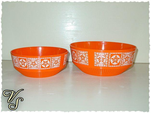 http://de.dawanda.com/product/62406723-2-orange-Buchsteiner-Schuesseln-der-70er