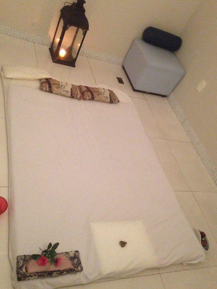 Sala preparada para uma massagem ayurvédica. #andalushomespa #massagem #massagemayurvedica #condominiosclub #homespa