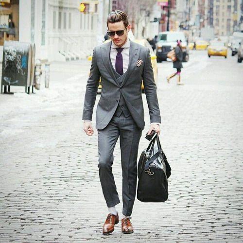 グレースーツに合わせる靴/ 茶 靴を茶系にすると雰囲気がぐっと
