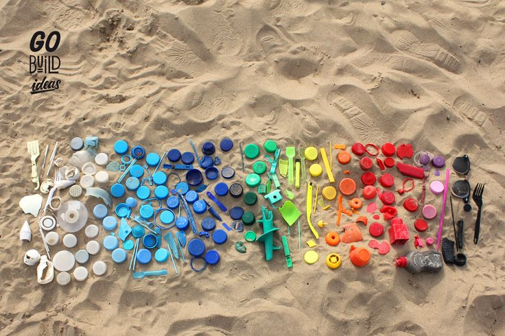 do a beach clean every time i´am by the sea. I arranged all the found plastic bits in the sand. Although it's waste, it appears quite beautiful that way, doesn't it? Also, its a great thing to do to spend time with at the beach. Once I took the photo, I put it where it belongs: in the recycle bin. #beachday #beach #spain #alicante #wanderlust #plasticbeach #plastic #ocean #sand #waste #composition #cleanup #colours #plasticfreeforthesea #beachcleanup #microplastic #takethreeforthesea