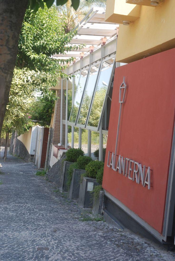 Il lunedì è il giorno di chiusura del nostro ristorante, così ne approfittiamo per girare per piccole aziende alla ricerca di buoni prodotti. È anche l'occasione per incontrare nuove persone e piccole realtà sane che poi vi presenteremo attraverso i nostri piatti. Siamo sicuri che anche a voi farà molto piacere conoscerle. A domani. Per informazioni e prenotazioni telefono 0818991843 / 333 2963740 La Lanterna ristorante, via G. C. Aliperta,  Somma Vesuviana, Napoli