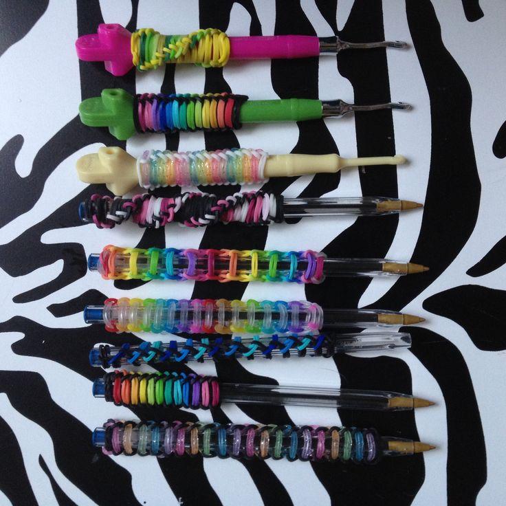 Personliggør dine blyanter i penalhuset eller din loom hæklekrog. Se hvordan her!  Krebarn.dk har Danmarks største udvalg af tilbehør og elastikker til loom, fun loom og rainbow loom.  Rainbow Loom bands for Pen or Hook