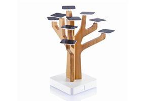 Solar Boom  Exclusieve bamboe boom met 9 solar blaadjes (5,2V/0,02A), mini USB input, USB output stekker en 1400mAh oplaadbare lithium batterij. Inclusief mini USB kabel en handleiding. Geregistreerd ontwerp®