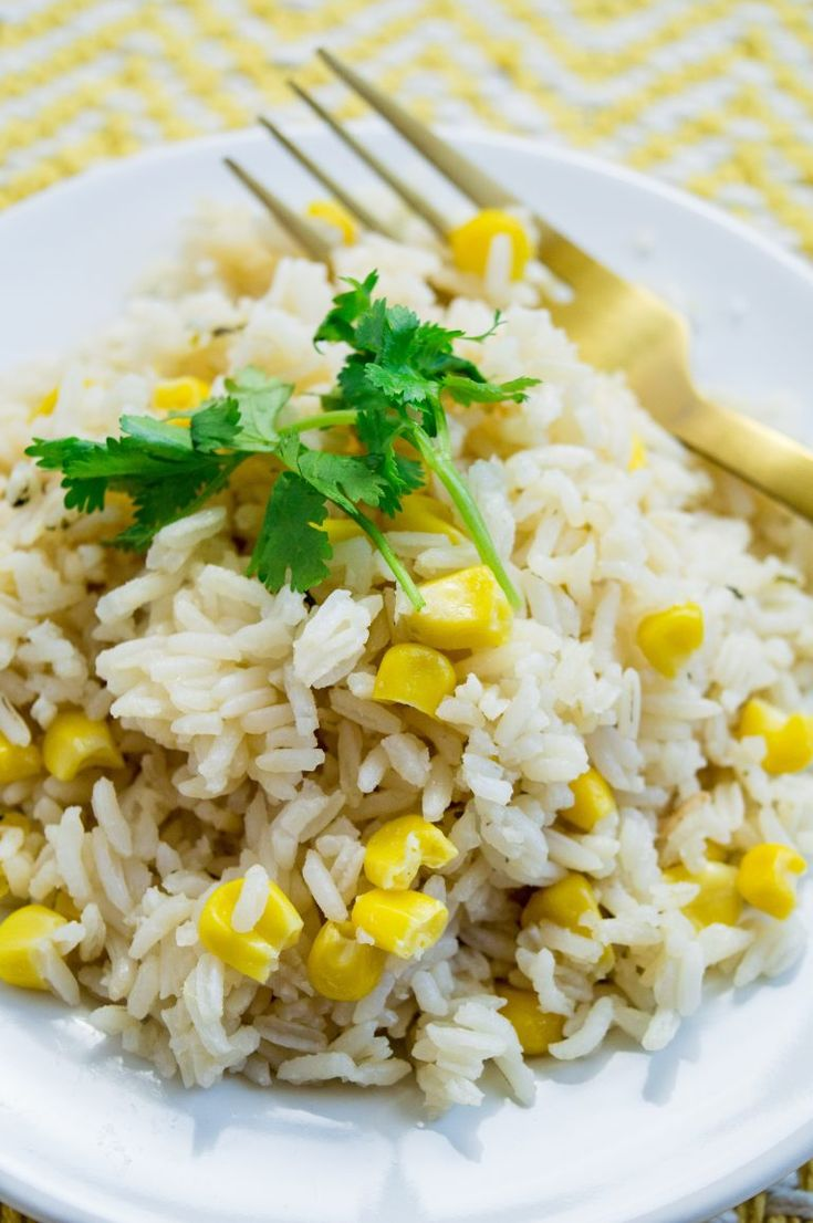Looking for a budget friendly, yet tasty rice recipe for a busy weeknight dinner? This arroz con maiz (white rice with corn) recipe is for you!