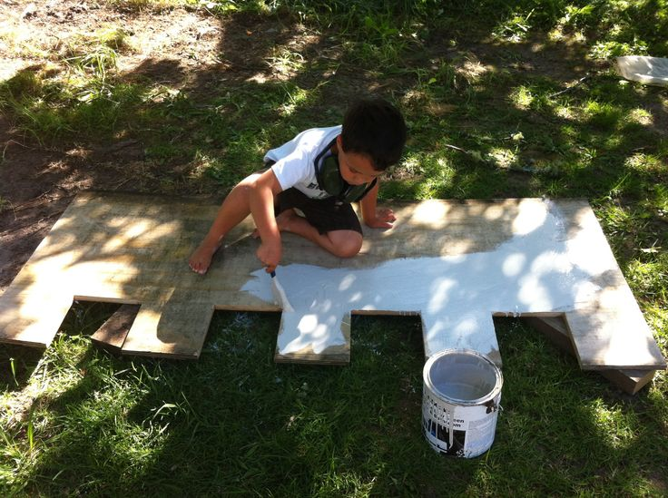 Kids outdoors and getting creative... the best kind of upbringing for a kiddo in my mind.