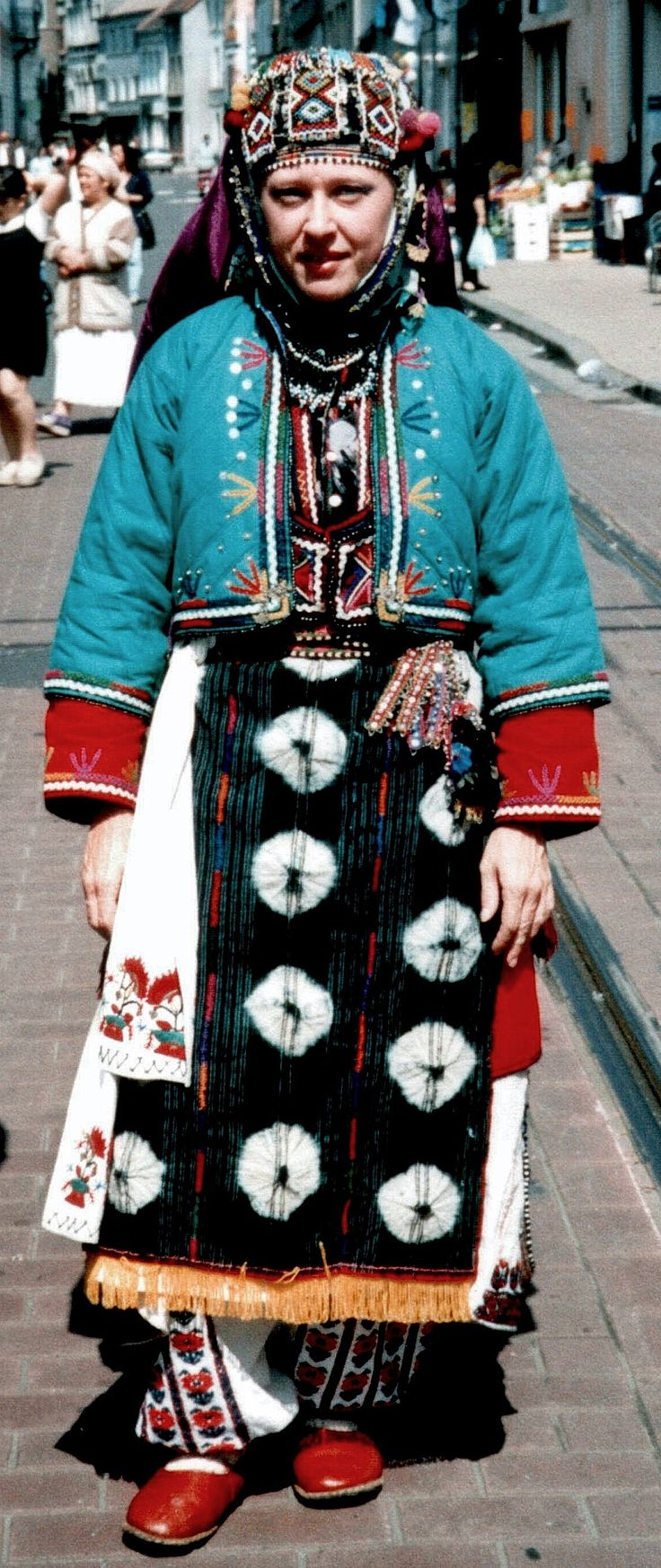 Traditional festive costume of the Karakeçeli villages in the district of Keles (south of Bursa).  Clothing style: mid-20th century.  (Kavak Folklor Ekibi & Costume Collection-Antwerpen/Belgium).