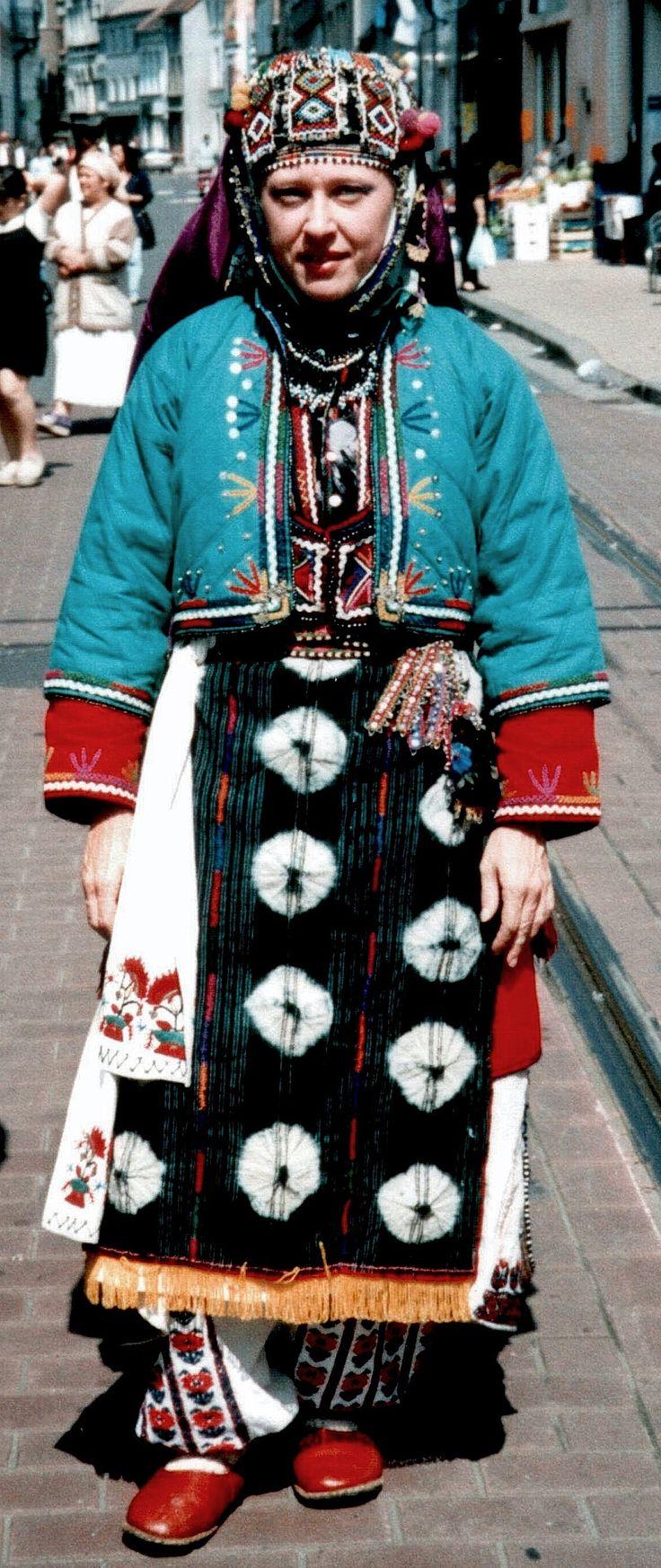 Traditional festive costume of the Karakeçeli villages in the district of Keles (south of Bursa).  Clothing style: mid-20th century.  (Kavak Folklor Ekibi & Costume Collection-Antwerpen/Belgium).