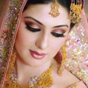 Amo as maquiagens das indianas! Tenho no blog um tutorial parecido! Vou achar e já posto por aqui ;)