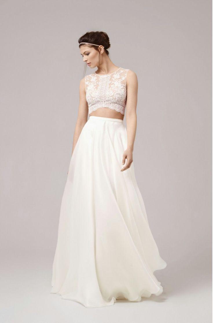 Bruidsjurk van het merk Anna Kara. Deze trouwjurk heeft een losse top en rok waardoor je heel eenvoudig gedurende de dag een keer van look kunt switchen.