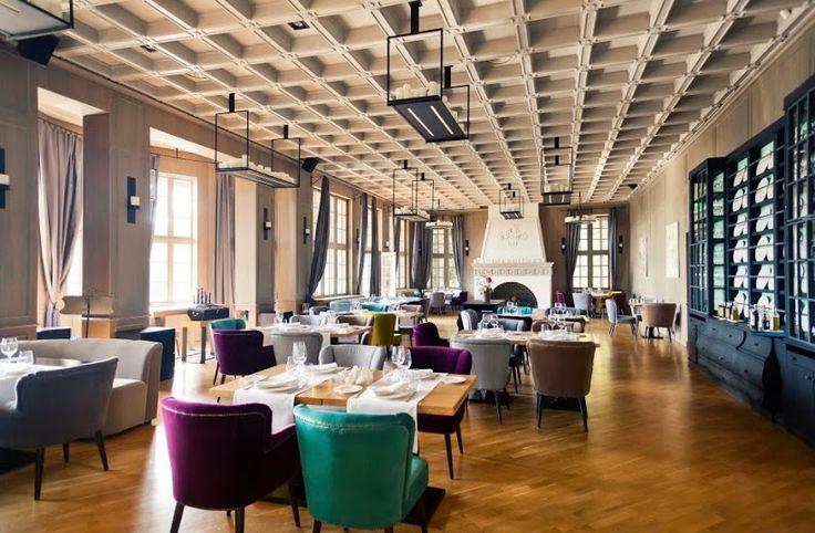 Interiorul restaurantului Diplomat Club