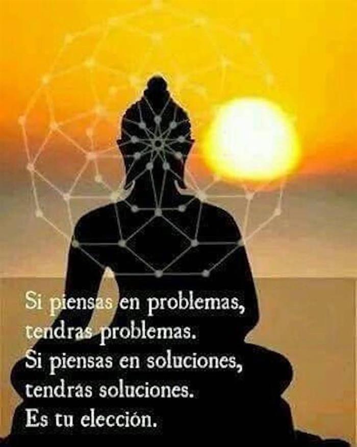 Frase de éxito y motivación para emprendedoras. SI piensas en problemas tendrás problemas, si piensas en soluciones, tendrás soluciones.