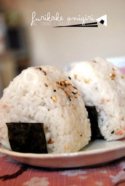 Furikake Onigiri con tonno e wasabi