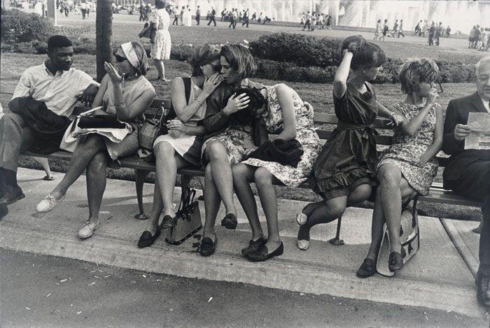 Street photography vs cinéma de la rue : du mouvement comme origine<!--GarryWinogrand-->   Jeu de Paume New York World's Fair 1964, Garry Winogrand