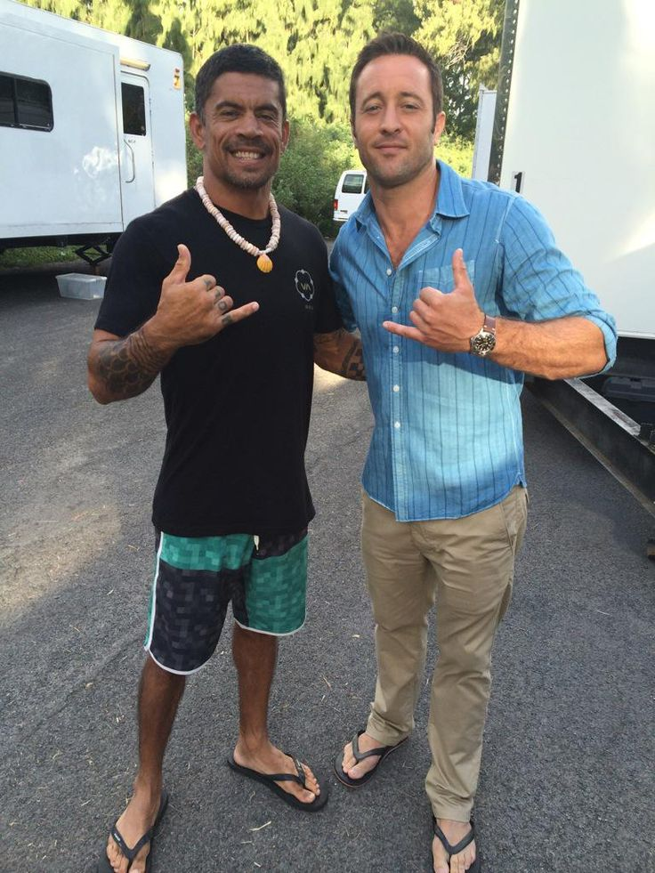"""Kawika is back!"" Tweeted Kala this afternoon. I love Kawika! I was just thinking we needed to see Kala back on the show. also. . TAN PANTS! woot! Kala Alexander #AlexOLoughlin"