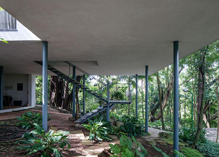 Lina Bo Bardi photography series by Leonardo Finotti – Glass House, São Paulo.