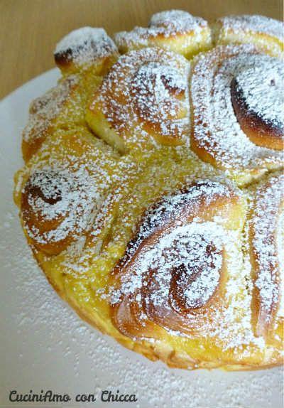 Torta delle rose con lievito madre Procedimento: Sciogliere la pasta madre con un pò di latte e un cucchiaino di zucchero, poi aggiungete l'uovo la farina,