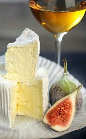 Figs with brie and wine