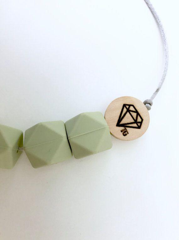 Peluche unie vert / Moss collier de par TeethingGems sur Etsy