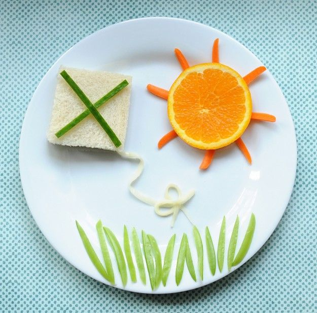 Cute and healthy warm-weather lunch idea for children. Kite scene made out of #cucumber #orange #carrot and more! #ECE