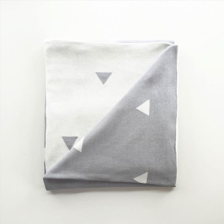 Triangle Cot Blanket- Grey