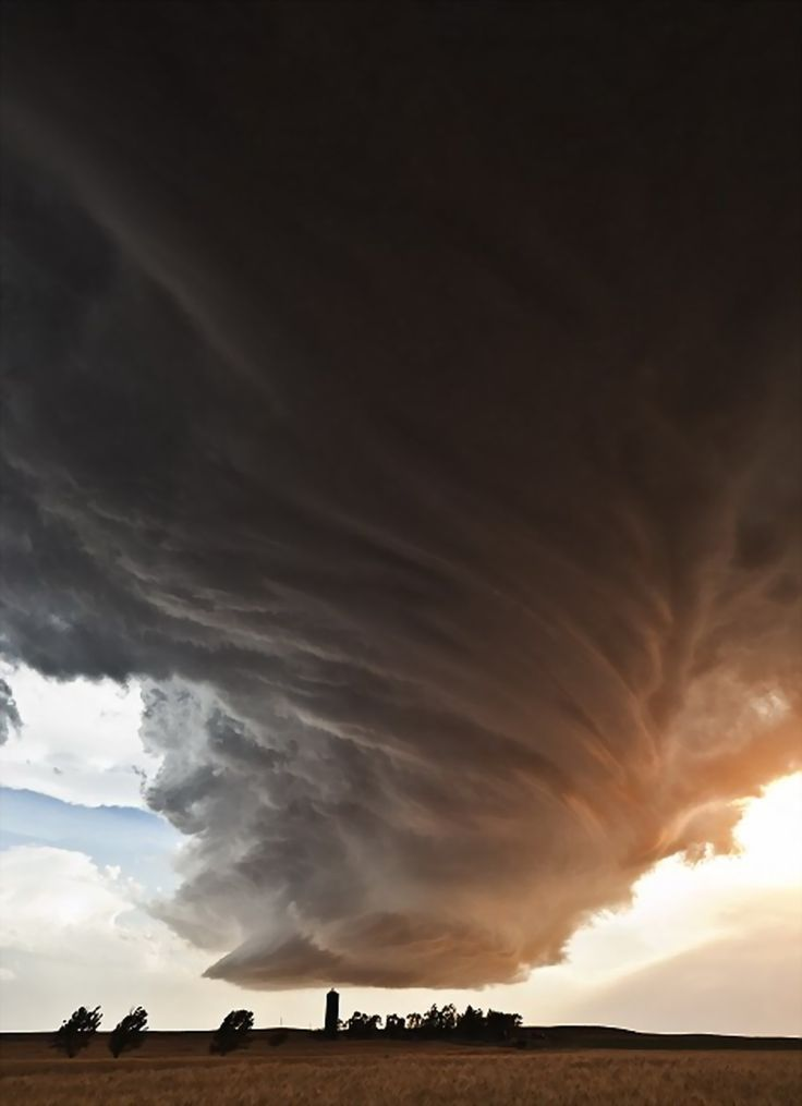 Camille Seaman is a photographer, born in 1962 in the USA, chasing extreme weather across the country and capturing it at its peak. Some of her clients include National Geographic Magazine & Newsweek.