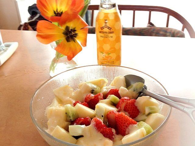 スーパーでイチゴが美味しそうだったので、家にあるフルーツとフルーツサラダを作成♪ - 3件のもぐもぐ - フルーツサラダ by romihi