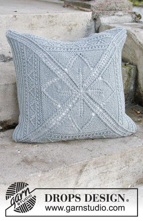 Housse de coussin ajouré, tricotée en carré à partir du milieu, en DROPS Nepal. Modèle gratuit de DROPS Design.