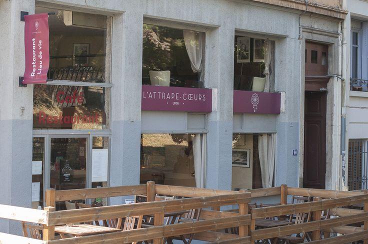 L'Attrape-Coeurs est un restaurant situé dans les pentes de Croix-Rousse qui s'inspire de la cuisine lyonnaise en y ajoutant une touche de cuisine orientale. Vous pouvez ainsi parcourir le monde au travers de plats locaux ! #cuisinedumonde #lyon     http://www.l-attrape-coeurs.fr/#restaurant_lyon