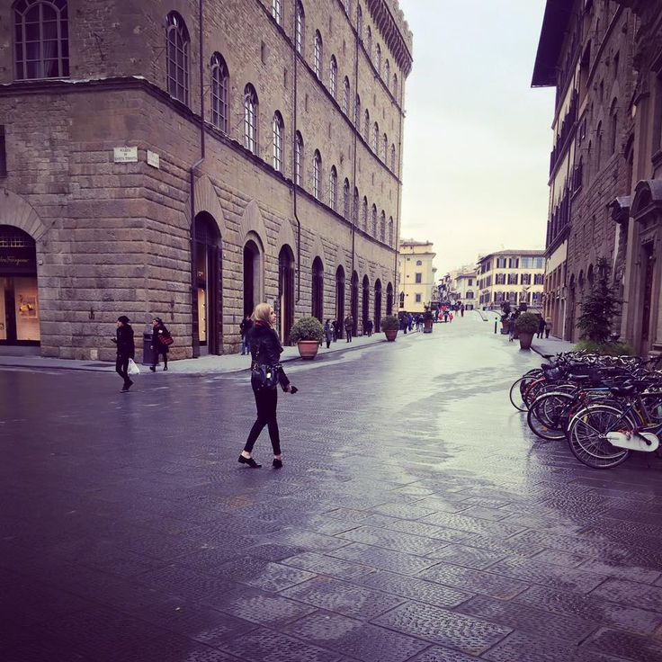 I found myself standing in awe in the middle of the Piazza della Signora, marvelling at the beautiful architecture and the too pretty to eat cake shops that adorned every corner of the square. I cl…