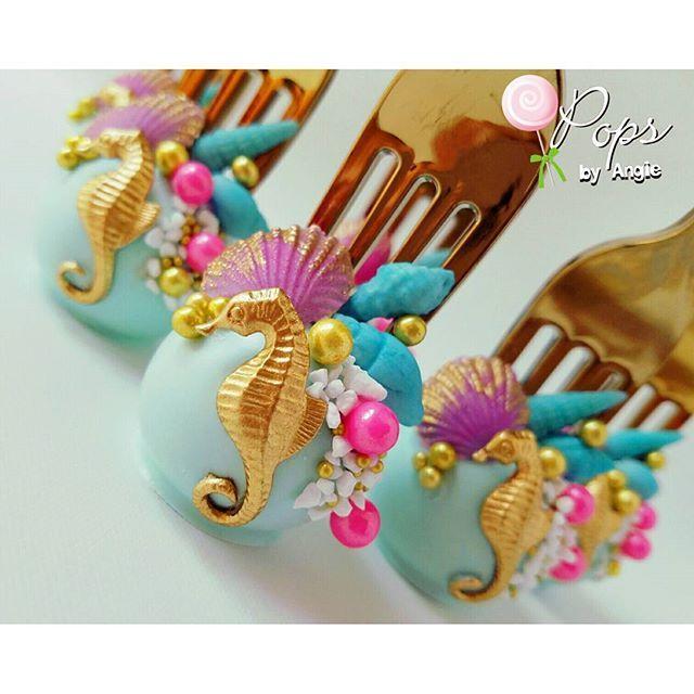 Dinglehopper cake pops for Reagan's Mermaid themed birthday celebration! #dinglehoppercakepops #mermaid #mermaidsweets #gold #seashells #cakepops #sealife #miamicakepops #miami #love #instacake #instalove #opopsbyangie