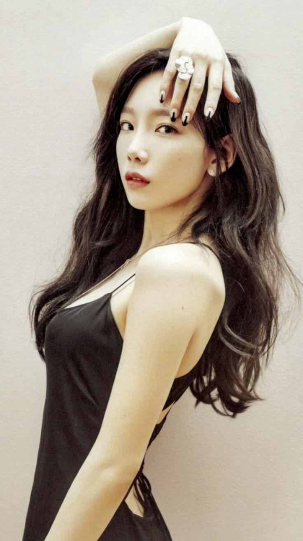 Dikenal dengan vokal yang lembut, Taeyeon baru-baru ini mengungkapkan bahwa dia sedang tertarik untuk melakukan rap. Selama turBangkoknya,...