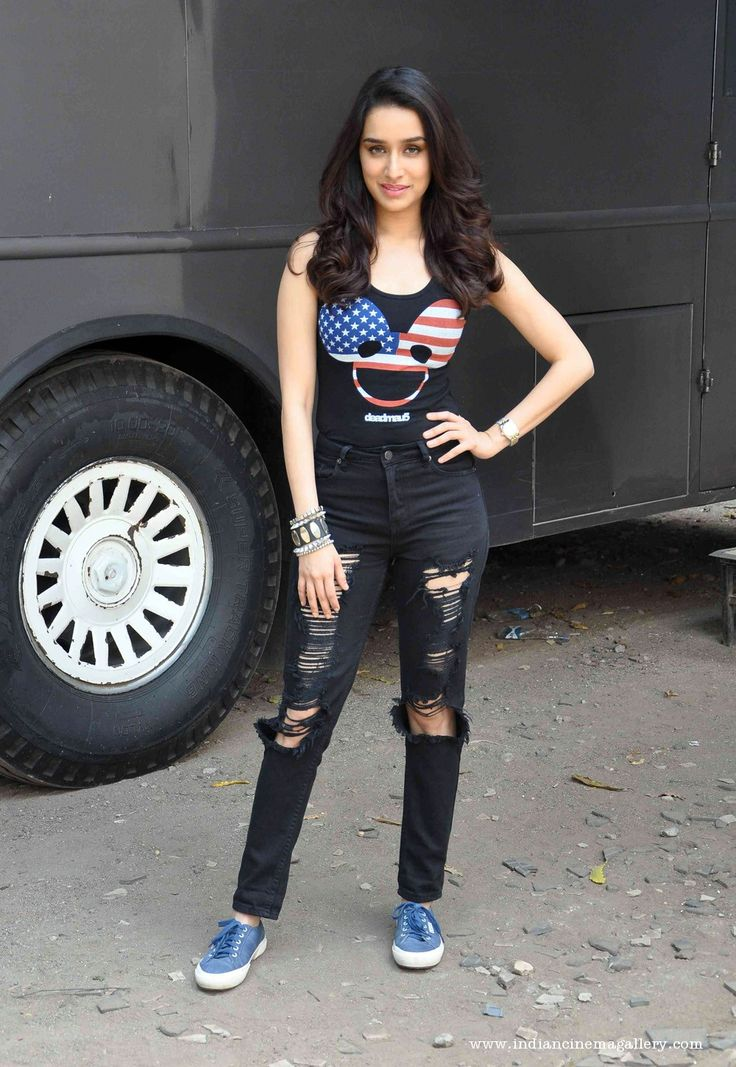 Shraddha-Kapoor-during-abcd-movie-promotion--(4)